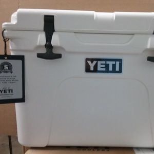 New! Yeti Tundra 35 Cooler - White